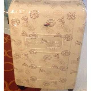 American Tourister lightweight luggage 78cmX48cmX30cm