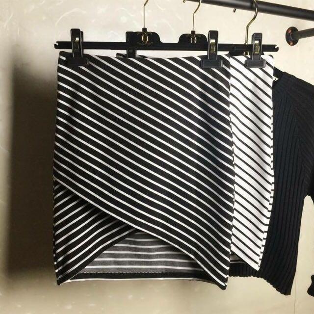 開衩條紋短裙