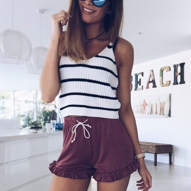 BLACK AND WHITE STRIPE KNITTED CROP SIZE SMALL
