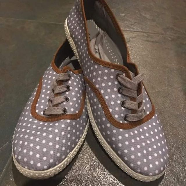 BRAND NEW Gray Sneakers Size 5