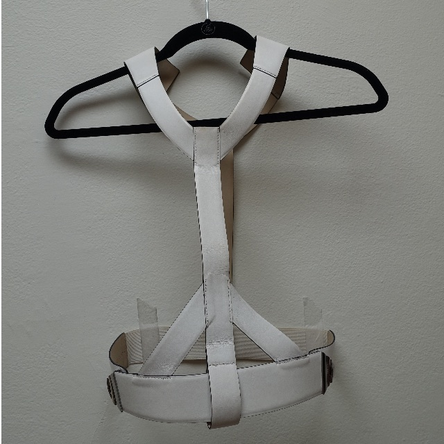 CUE white leather harness belt