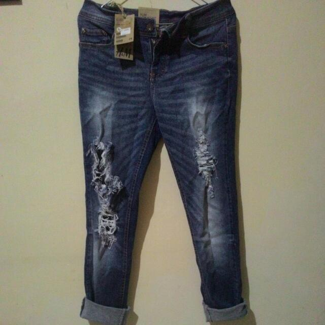 H&M RippedJeans New