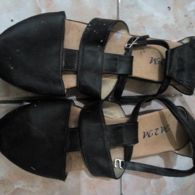 Sepatu M2M