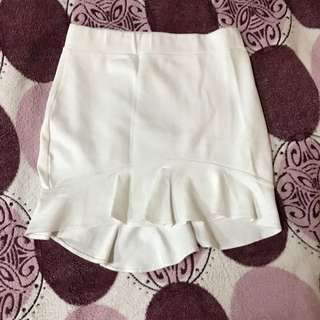Garterized White Skirt with Ruffled Hem