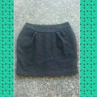 CUE Tulip 🌷 Skirt. Lined. Black And Silver Metallic In Colour. Gorgeous On. Size 12.  Worn Once $35