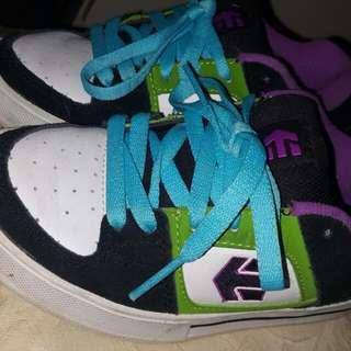 Unisex Skate Shoes Fit Size 2