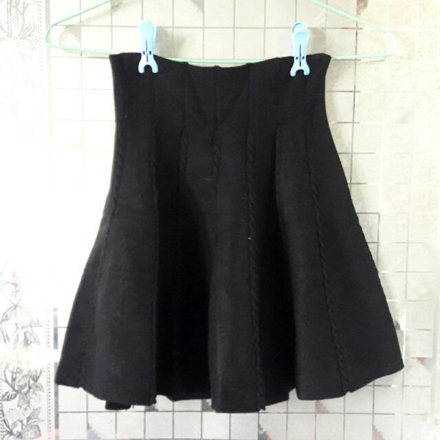 黑色厚針織高腰迷你裙