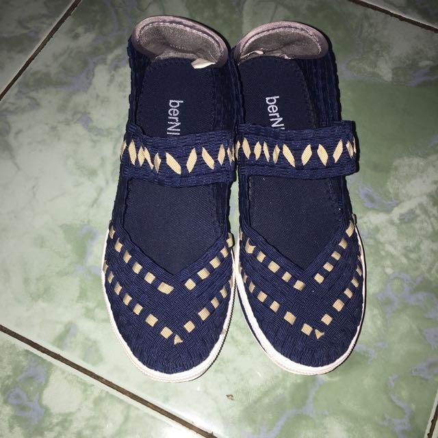 Sepatu Anyaman Navy