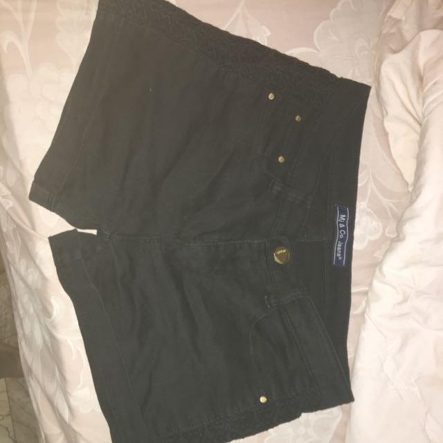 Shorts/ Hot Pants/ Celana Pendek Hitam
