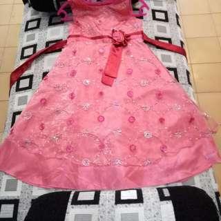 Gaun anak2, bahan tebal, kualitas ok, free ongkir.
