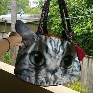 Cat hand and shoulder bag