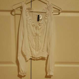Size 4 H&M Open Shoulder White Cropped Top