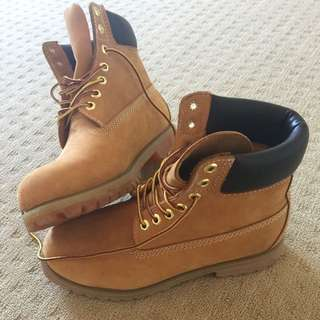 Men's Timberland Boots Size 9.5
