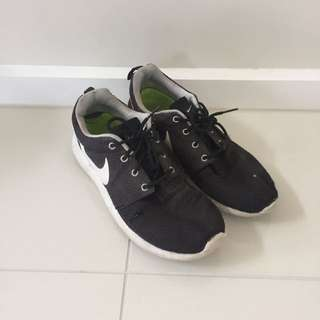 Authentic Nike Roshe Runners Sneakers