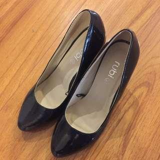 RUBI Sz 39 Black Patent Heels