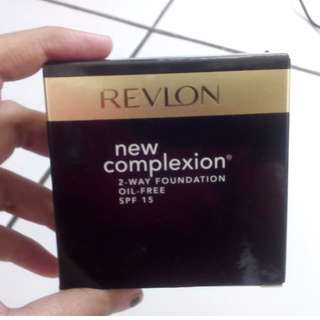 Revlon - New Complexion 2 Way Foundation in Medium Beige