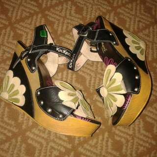 Kickers Wedges Flower