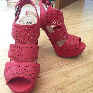Novo Platform Heels