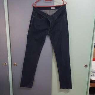 Uniqlo Mens Skinny Fit Dark Blue Jeans (2)