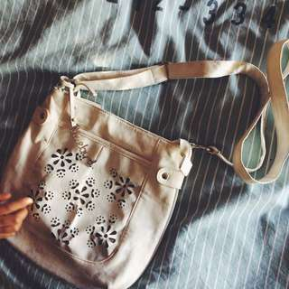 White Lace-Styled Bluebird Bag