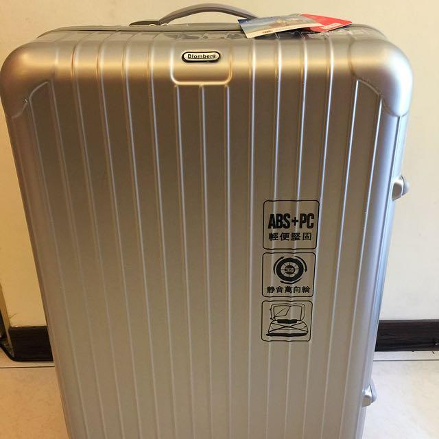 全新 銀色28吋Bloomberg 旅行箱