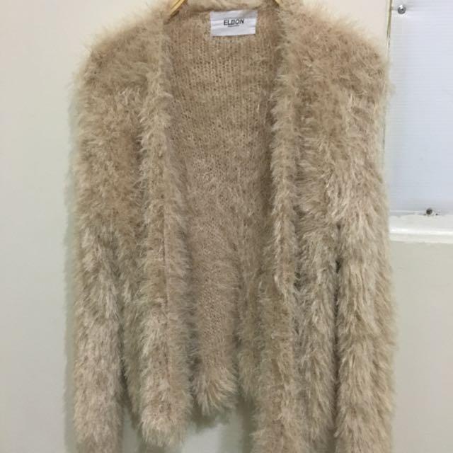尾牙 氣派毛毛洋裝穿搭外套