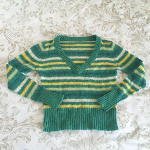 非常暖~ 短版 彩色 條紋 V領顯瘦毛衣
