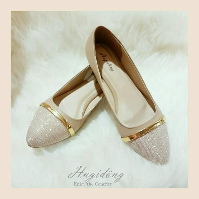 Alice Flat Shoes In Beige Hugidong