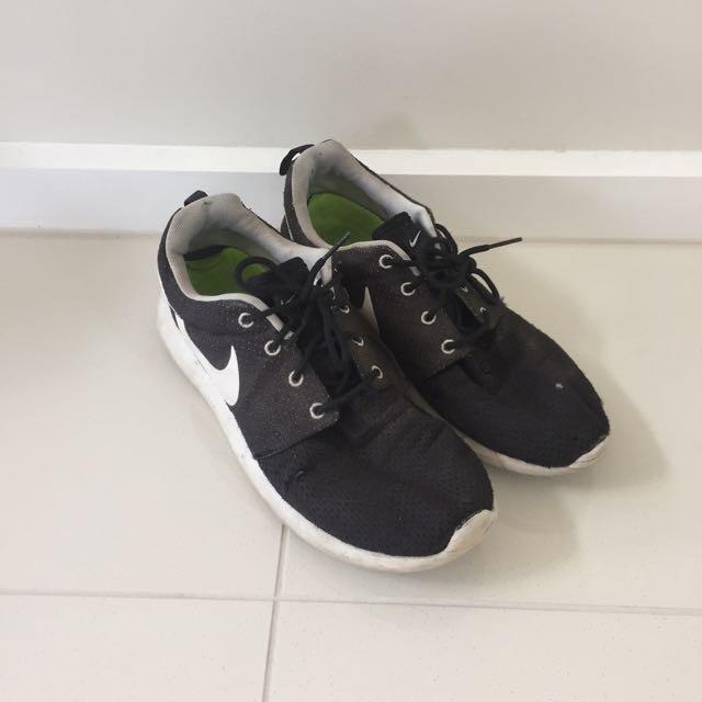 Authentic Nike Roshe Runners Sneakers