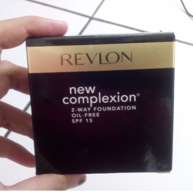 Revlon - New Complexion 2 Way Foundation in Medium Beige