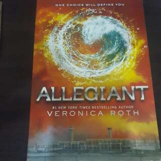 Allegiant By Veronica Roth (English)