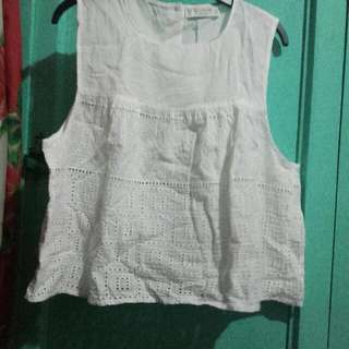 Pull And Bear Sleeveless white cropped top