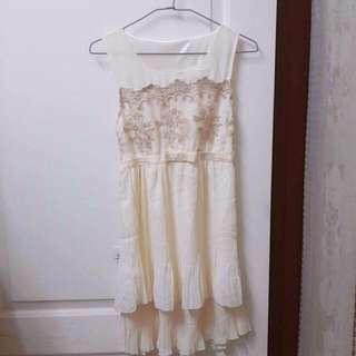 🔼蕾絲刺繡白色小禮服