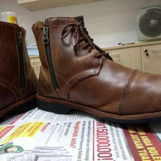 TIMBERLAND/ORI.. COLLECTIONS ITEMS... GREEN SOLE /GENUINE LEATHER... SAIZ 10-11 CAN FIX......