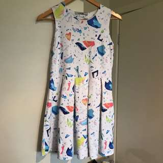 Casual Patterned Mini Dress - M