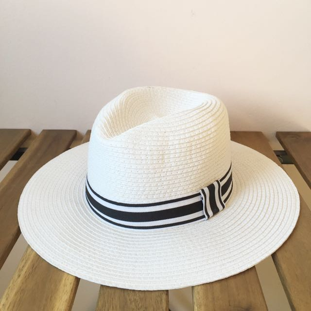 1002c238ed2  RESERVED BY JANINETEO  MINISO Straw Hat