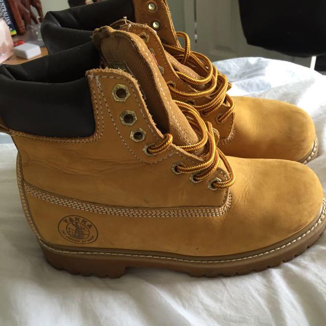 Hard Yakka Boots