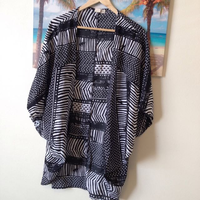 Roxy Beach Wrap Black& White Pattern