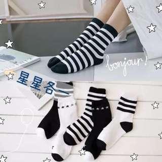 全新/極簡黑白星星中筒襪
