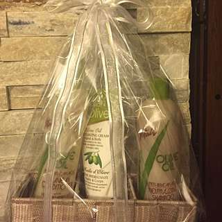 Gift Set - Olive Oil Shampoo, Leave-in Conditioner And Lotion