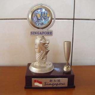 新加坡魚尾獅 - 時鐘插筆擺飾座