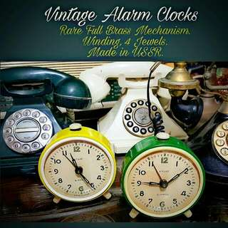 Lovely Yellow & Green Vintage Winding Alarm Clocks with Full Brass Mechanism. Works wee and has 4 Jewels for Long-Lasting Functionality. Typewriters. Comes with Old Ink Ribbon. Brand New Old Stock! Offer $35! Sms 96337309 for fast deal !