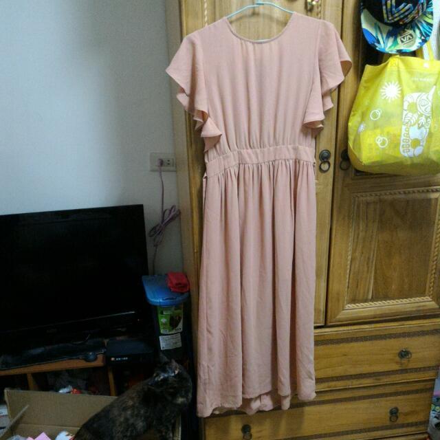 粉色或杏色雪紡長洋裝
