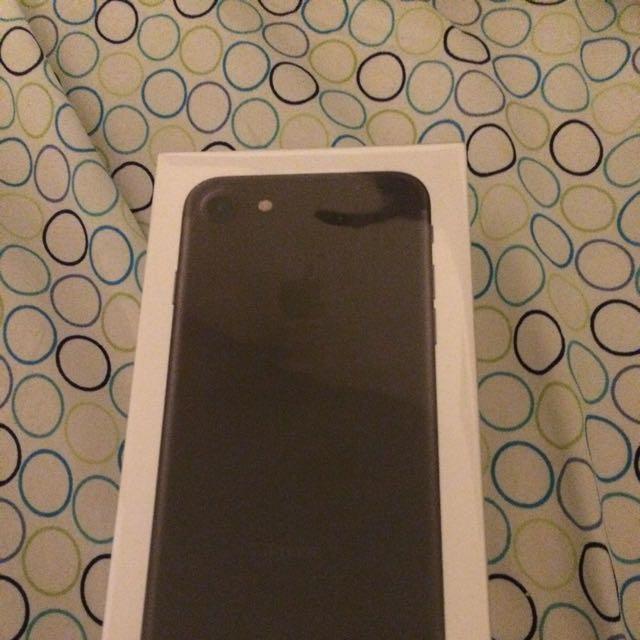 iPhone 7 Black 32gb Sealed