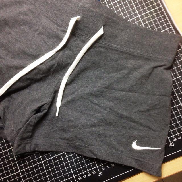 Nike 深灰短褲