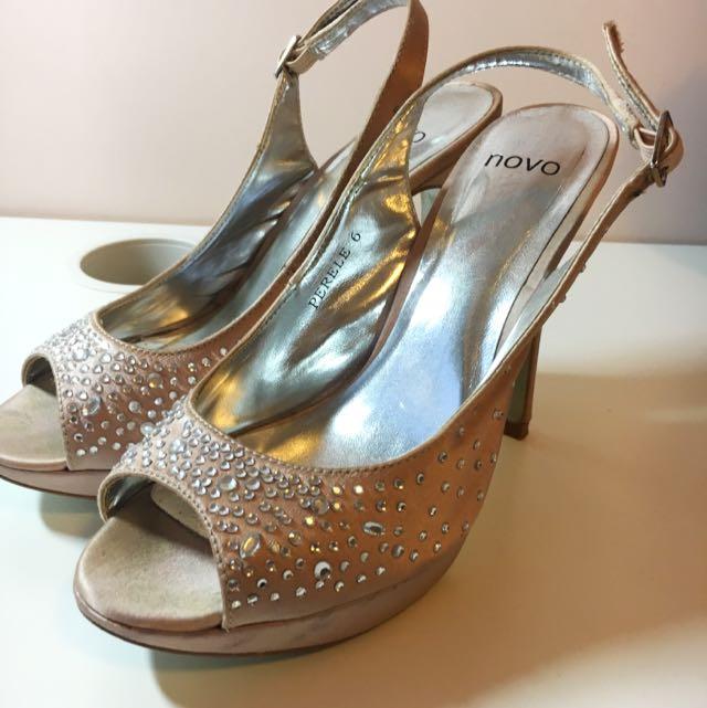Novo High Heels Size 6