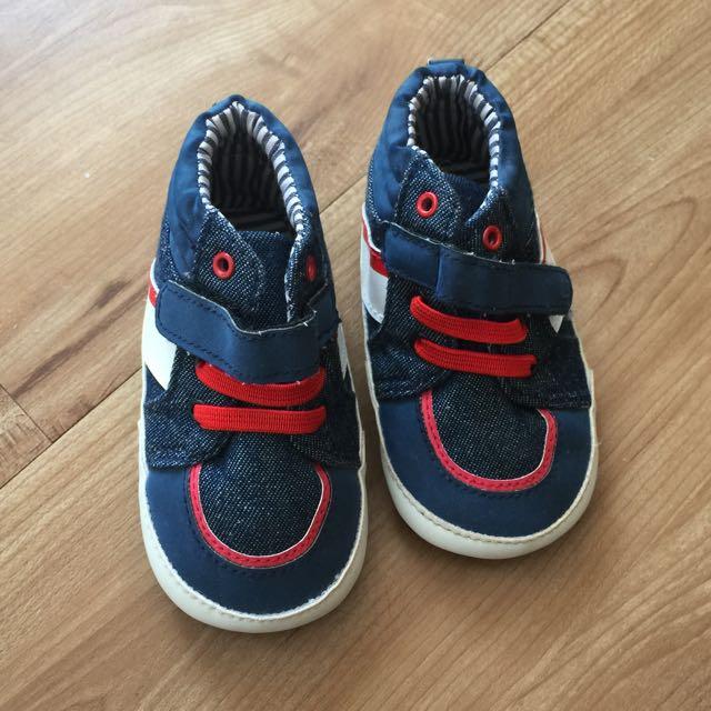 Sepatu Pre walker merk CARTER'S