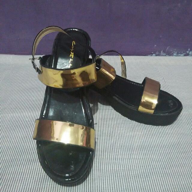 Sepatu Sandal Black Gold