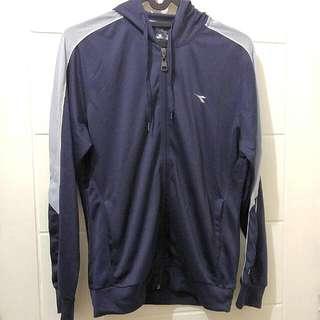 Running Jacket by Diadora Original Warna Navy Blue Size S (Fit to M)