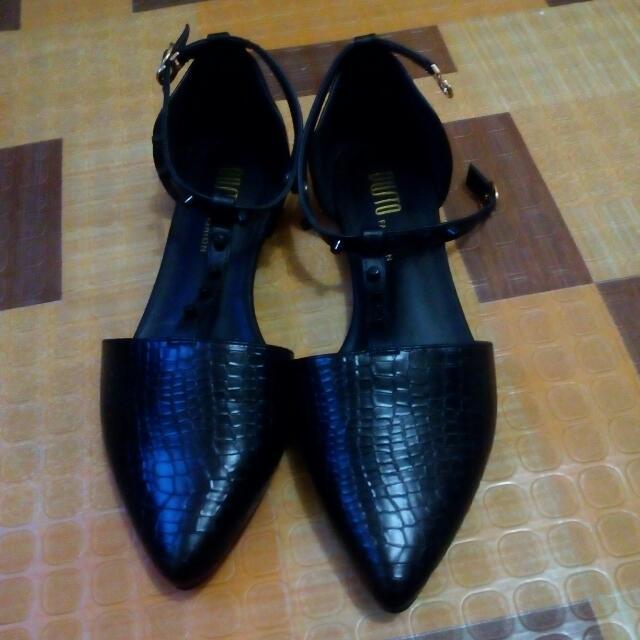"""""Reserve""'..Black Sandals, Size 7,."